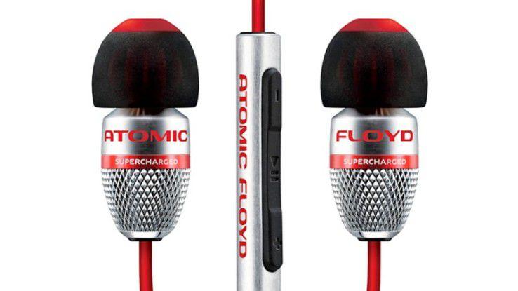 Die Tasten der Kabelfernbedienung des Atomic Floyd Super Darts lassen sich nicht gut voneinander unterscheiden, möchte man sie blind bedienen. Der Sound ist erst ab hoher Lautstärke gut.