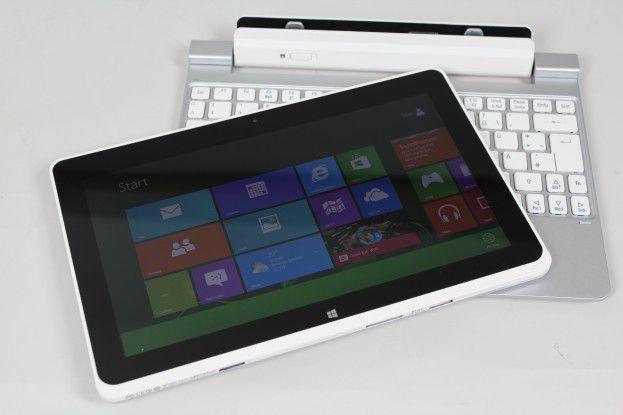 Tablet auf Tastatur: Der Bildschirm lässt sich sehr bequem in die Docking-Tastatur stecken