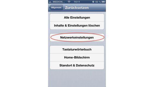 Sind die Netzwerkeinstellungen zurückgesetzt, kann sich das iPhone in alle bisher besuchten ungesicherten Netz nicht mehr automatisch einwählen.