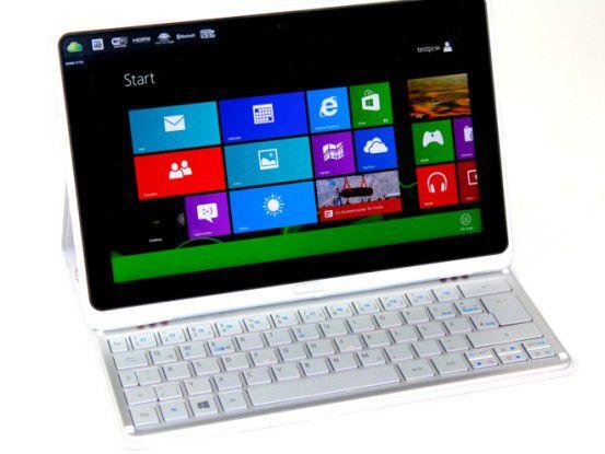 Mit einer Stand-Hülle und einer Bluetooth-Tastatur wird das W700 zum Notebook