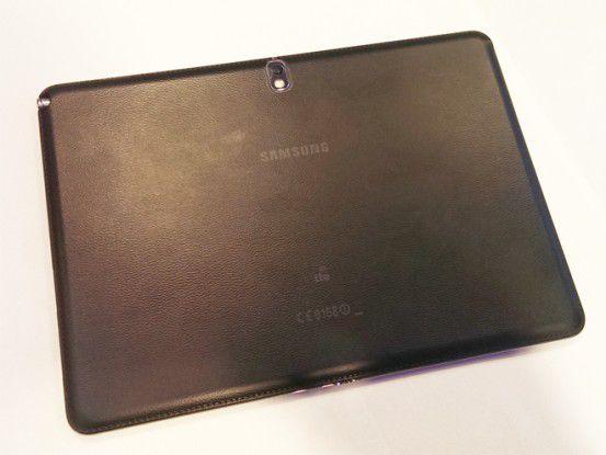 Das 2014er Galaxy Note 10.1 kommt in schickem Design mit Lederoptik.