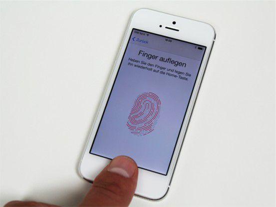 Apple iPhone 5s mit TouchID: Einmal konfiguriert, entsperren Sie das Smartphone mit Ihrem Fingerabdruck oder kaufen im App Store ein.