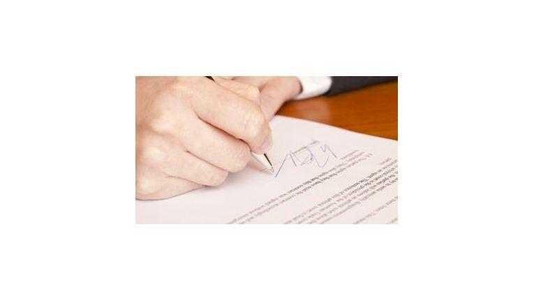 """Schließen nahe Angehörige einen Vertrag, achtet das Finanzamt besonders streng auf die """"Fremdüblichkeit"""" von Vertragsklauseln."""