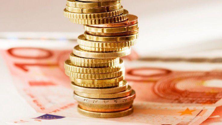Ihr Geld erhalten Freiberufler frühestens einen Monat nach Rechnungsstellung. Sie treten also mindestens zwei Monate in Vorleistung, was ein beträchtliches wirtschaftliches Risiko darstellt, denn der Kunde oder der Vermittler kann, wie bei der Reutax-Insolvenz, jederzeit plötzlich ausfallen.