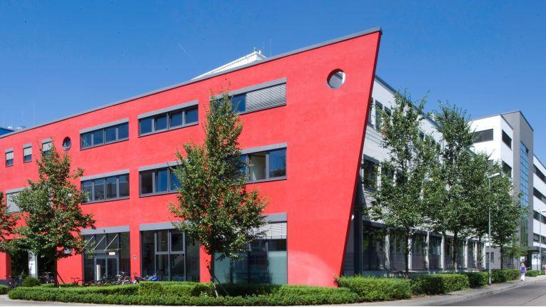 Die Zentrale der Media-Saturn-Holding in Ingolstadt: Die Fehde zwischen den Gesellschaftern hält seit Jahren an.