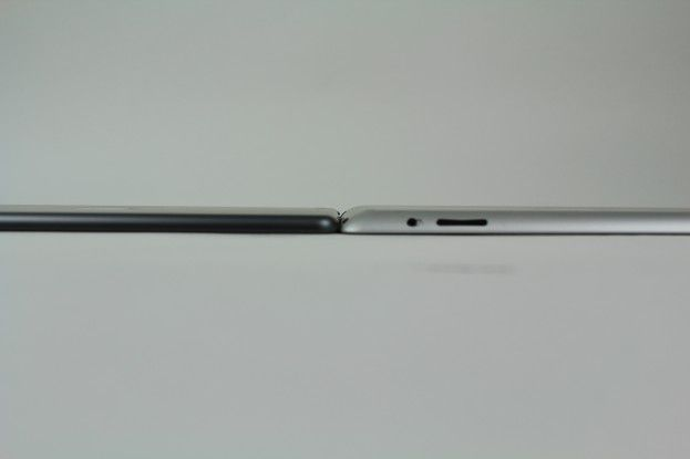 Sichtbarer Höhenunterschied: Links das Air, rechts das iPad 4