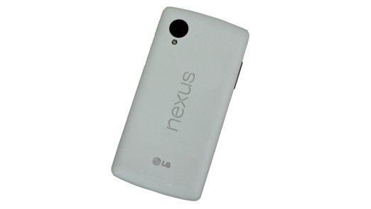 Das Gehäuse des Nexus 5 besteht aus Kunststoff, was insgesamt nicht besonders hochwertig wirkt.