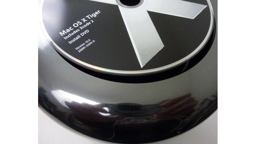 Eine CD kann nicht aus Versehen in die Lüftungsöffnung fallen, der Durchmesser ist clever gewählt