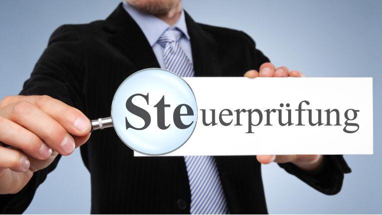 Besonders vorsichtig sollten Firmen sein, die nach den International Financial Reporting Standrads (IFRS) buchen.