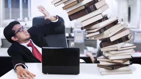 6 Tipps für einen aufgeräumten Schreibtisch - Foto: Creativa - Fotolia.com