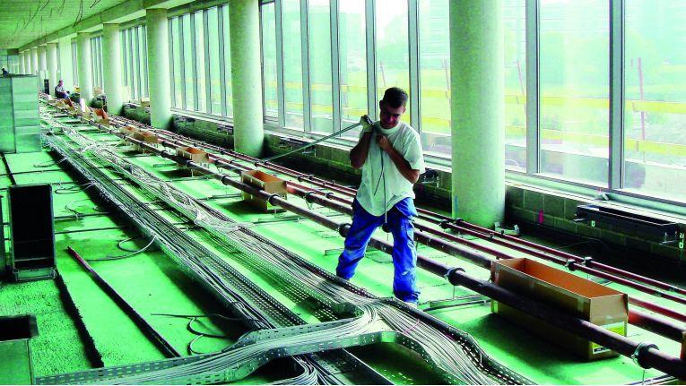 Eine Verkabelungsinfrastruktur ist eine Investition mit Langzeitwirkung. Die Basiskomponenten sind oft 10 bis 20 Jahre lang im Einsatz.