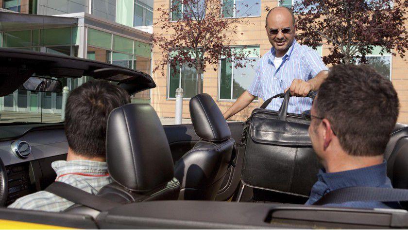 Fahrgemeinschaften haben Vorteile. Doch häufig wird verdrängt, dass sich ein Unfall ereignen und dabei ein Mitfahrer verletzt werden könnte.