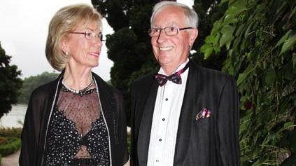 Erich Kellerhals ist einer der Mitgründer von Media Markt und Minderheitsgesellschafter der Media-Saturn-Holding (21,62 Prozent der Anteile). Damit verfügt er über eine Sperrminorität in der Gesellschafterversammlung von Media-Saturn, die laut Firmenstatut bei 20 Prozent liegt und Grund für die internen Auseinandersetzungen ist. Seine Frau Helga war einst auch Mitgründerin des Media-Markts.