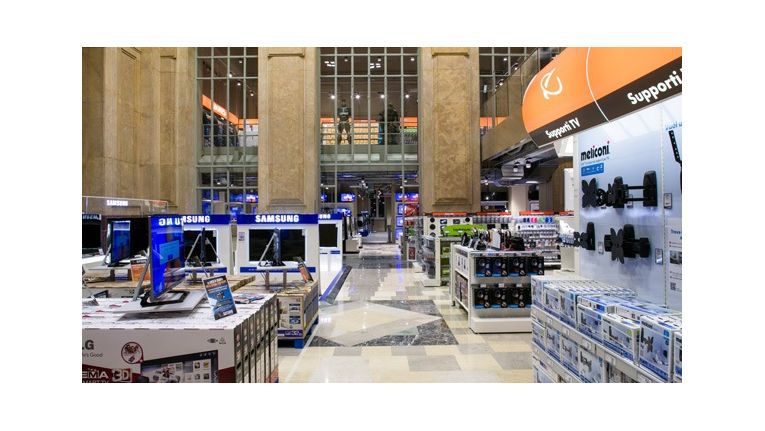 Im Mailänder Hauptbahnhof betreibt Saturn eine eindrucksvolle Filiale