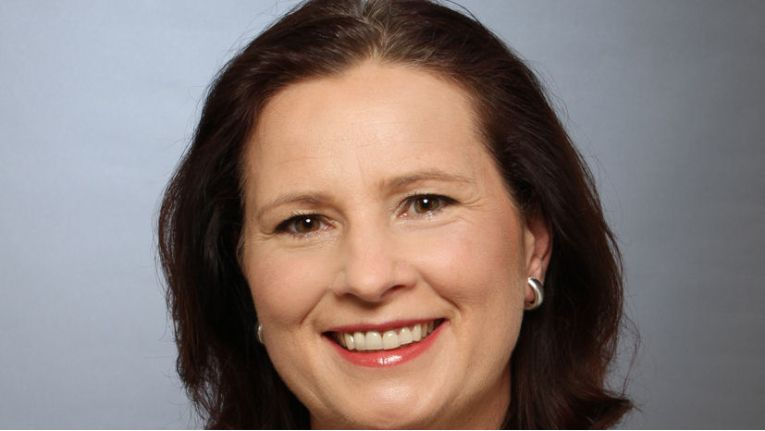 "Barbara Koch, Managing Director Azlan Tech Data GmbH & Co. OHG: ""Services, wie Hosting, wird nicht jeder Reseller anbieten können."""