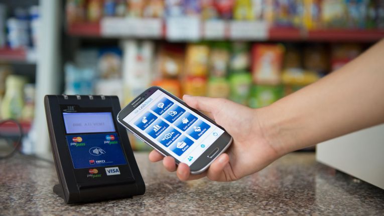 Mobile Bezahlsysteme sind im Kommen, aber noch gibt es technische Unwägbarkeiten.