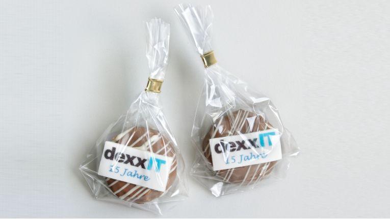 Zum 15. Geburtstag gibt es extra angefertigte DexxIT-Pralinen.