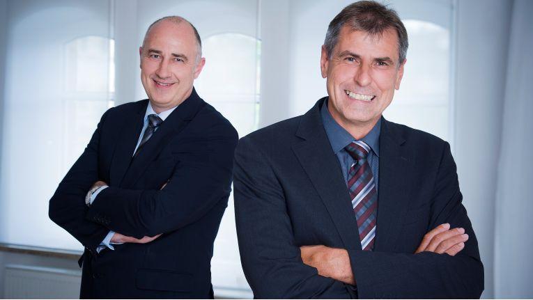MR Geschäftsführer Thomas Probst (links) sowie Mitgründer und geschäftsführender Gesellschafter Gerhard Reinhardt, sind stolz auf die Unabhängigkeit der MR Datentechnik und das Engagement ihre Mitarbeiter.