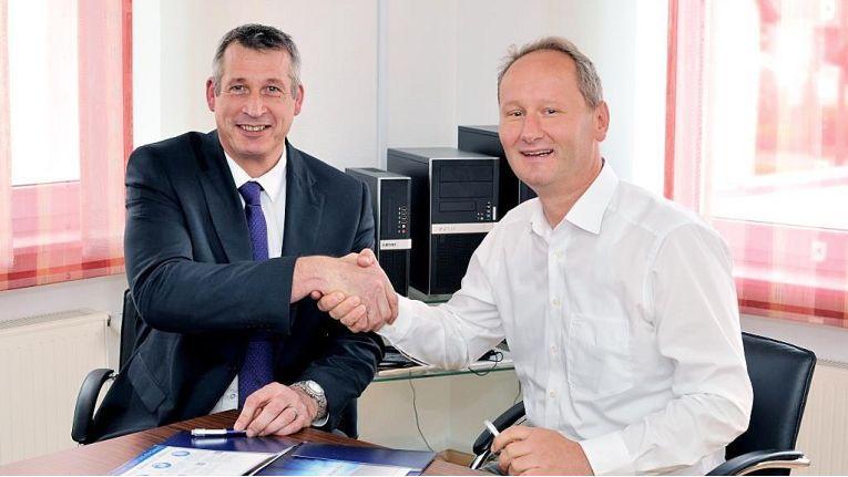 Ian Mason (links), Sales Director Europe bei StorageCraft sowie Wolfgang Fetzer, CEO von Extra Computer sehen der Zusammenarbeit freudig entgegen und sind überzeugt, dass sie Wettbewerbsvorteile für ihre Kunden bringen.