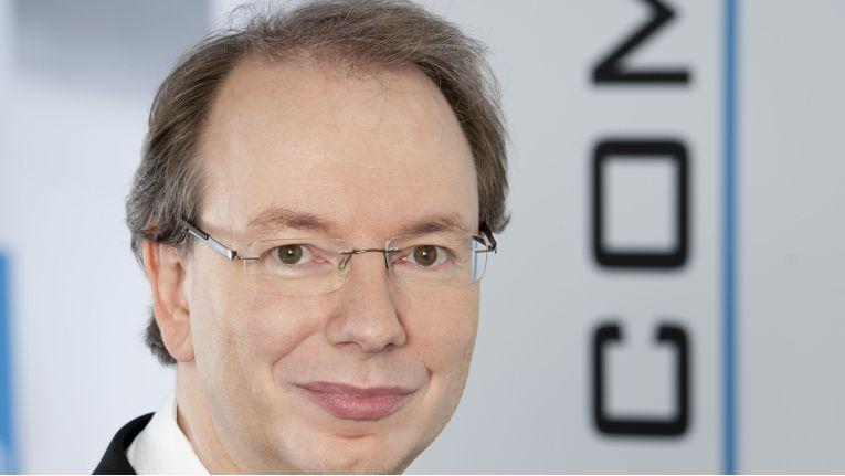 """Ralf Koenzen, Geschäftsführer der Lancom Systems GmbH: """"Nach vielen Jahren der """"2-Klassen-Gesetzgebung"""" stellt der Gesetzentwurf die rechtliche Gleichbehandlung aller geschäftsmäßigen WLAN-Zugangsanbieter sicher."""""""