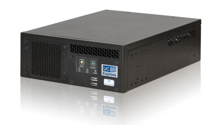 Die UCBox Express integriert Windows Server 2012 R2, Lync Server 2013 Standard Edition und SQL Express Database und passt laut Hersteller zu den Anforderungen von KMUs. Die genauen Kosten können exklusiv über ADN Distribution erfragt werden.