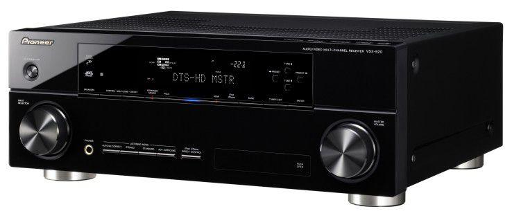 Der Pioneer VSX-920 lässt sich mit der App iControl AV steuern. Er ist nicht nur ein sehr guter AV-Verstärker, sondern verfügt auch über ein Internetradio und einen iPod-Anschluss mit digitaler Tonübertragung.