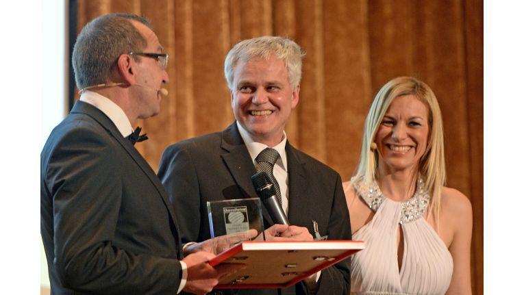 Ende Januar nahm Wolfgang Brehm noch zwei Channel Excellence Awards für Microsoft aus den Händen von ChannelPartner-Chefredakteur Dr. Ronald Wiltscheck entgegen.