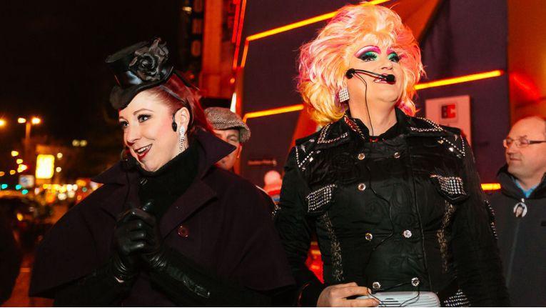 Kiez-Tour mit Travestiekünstlerin Olivia Jones (rechts).