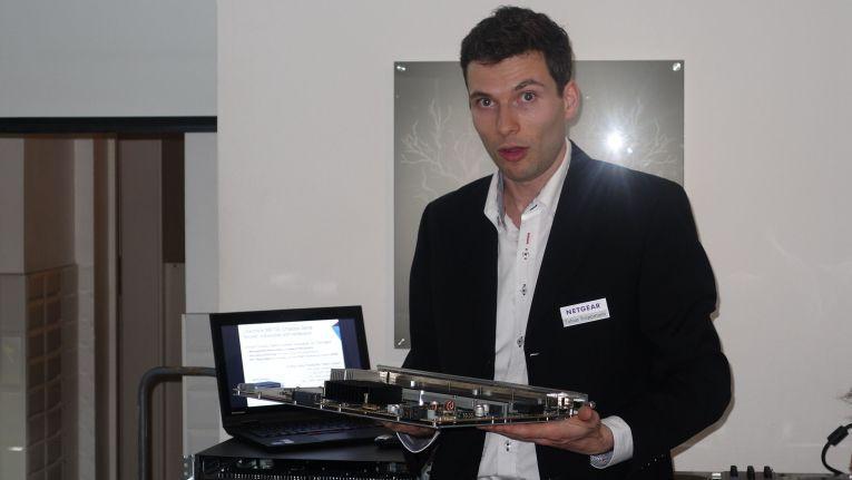 """Tobias Troppmann, Systemingenieur bei Netgear: """"Durch die passive Backplane und intelligente Boards kann das Chassis im Grunde nicht kaputtgehen."""""""