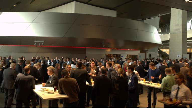 Andrang in der BMW Welt in München: Über 400 IT-Entscheider, hauptsächlich aus dem deutschen Mittelstand, waren zur Cancom Cloud Conference 2015 gekommen.
