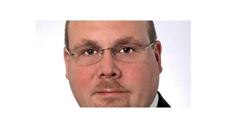 Sascha Waldhecker, Senior Produktmanager beim Wiesbadener VAD Tim AG, hält neben Webcast und Whitepaper auch Flyer für seine Reseller bereit.