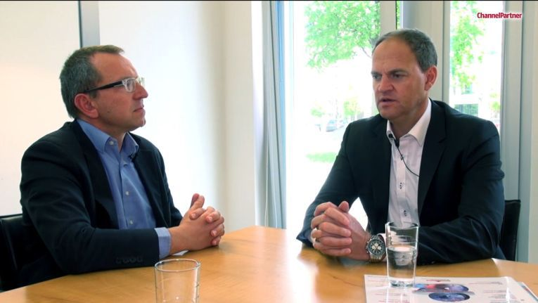 Oliver Schallhorn (rechts im Bild, nun bei Cancom) im Interview mit Dr. Ronald Wiltscheck (links, ChannelPartner).