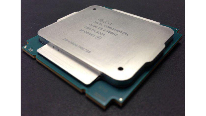 Topmodell: Der neue Xeon E5-2699 v3 arbeitet mit 18 Kernen und ist für den Betrieb in 2-Sockel-Servern ausgelegt.
