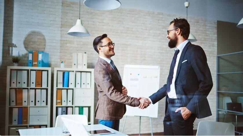 Vertrauen ist die Basis für eine gute Geschäftsbeziehung und fördert einen Vertragsabschluss.