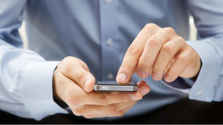 """Mit Hilfe von """"stillen SMS"""" können Ermittlungsbehörden Bewegungsprofile von Verdächtigen erstellen."""