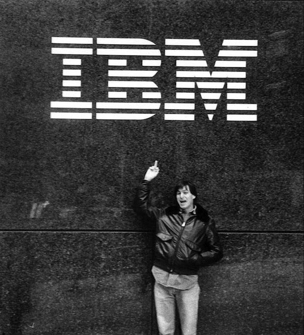 Steve jobs im jahre 1983 vor dem ibm hauptquartier die beziehung des