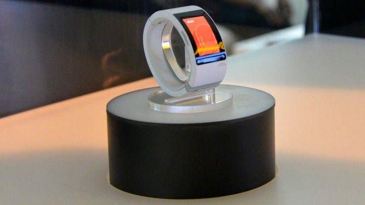 mit spracheingabe und telefonfunktion black eyed peas s nger stellt smartwatch puls vor. Black Bedroom Furniture Sets. Home Design Ideas