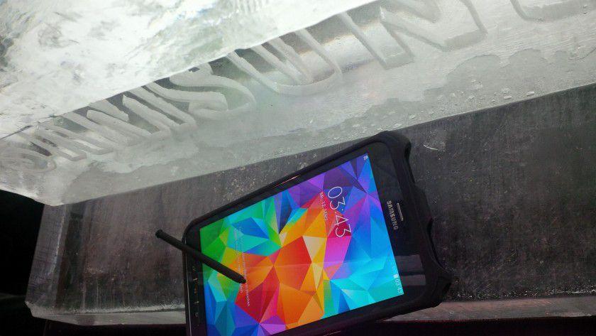 Von den Nehmerqualitäten des Galaxy Tab Active konnte sich die Computerwoche und andere Pressevertreter in der Kältekammer von Globetrotter in München überzeugen.