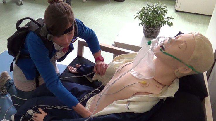 Im Rahmen eines Forschungsprojektes wurde gezeigt, dass eine telemedizinische Verbindung zwischen der Wohnung eines Patienten und einem Krankenhaus über ein durch das alarmierte Rettungsfachpersonal mitgebrachtes Gerät aufgebaut werden kann.