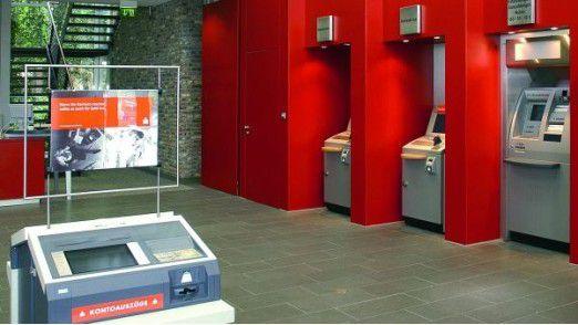 Sparkasse: Wie lange existieren wohl noch solche Schalterhallen.