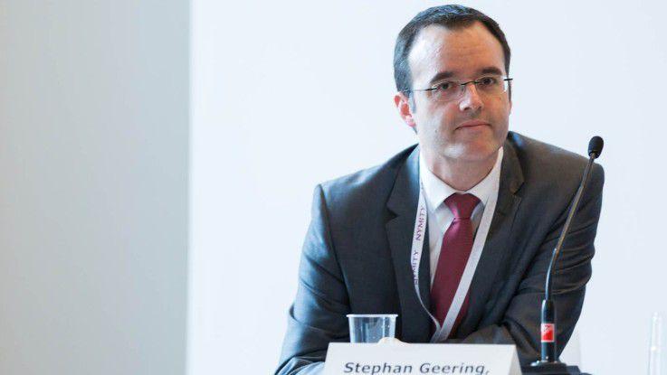 Für Stephan Geering von der Citigroup gibt es auf die Frage, ob ein Datenschutzbeauftragter organisatorisch eher bei der Rechtsabteilung, bei der Revision oder in der IT beheimatet sein sollte, keine allgemein gültige Antwort, da dies von der Struktur des konkreten Unternehmens abhängt.