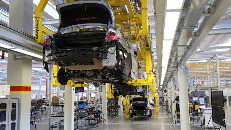 Das Auto der Zukunft ist vernetzt, etwa 90 Prozent der Innovationen in modernen Fahrzeugen basieren auf Elektronik, Software und IT.