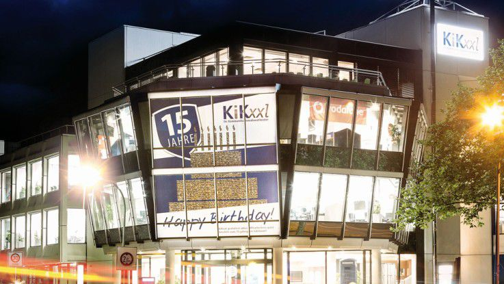 Der Call-Center-Betreiber feierte kürzlich seinen 15. Geburtstag. Mittlerweile beschäftigt er mehr als 1600 Menschen, die Monat für Monat rund 2,5 Millionen Gespräche führen. Neben der Zentrale in Osnabrück ist Kikxxl in Bremen und Dortmund sowie neuerdings auch in Bochum ansässig.