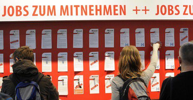 Viele Jobs und gute Informationen rund um das Thema Karriere gibt es täglich auf der CeBIT im Karrierezentrum der COMPUTERWOCHE in Halle 9, Stand G10.