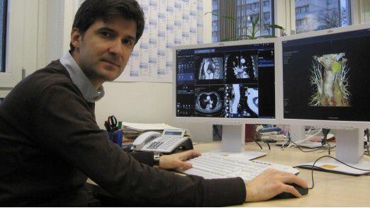 Informatiker Ivan Tenev hat sich aufgrund der guten Jobaussichten und der reizvollen Aufgaben für die Medizintechnikbranche entschieden.
