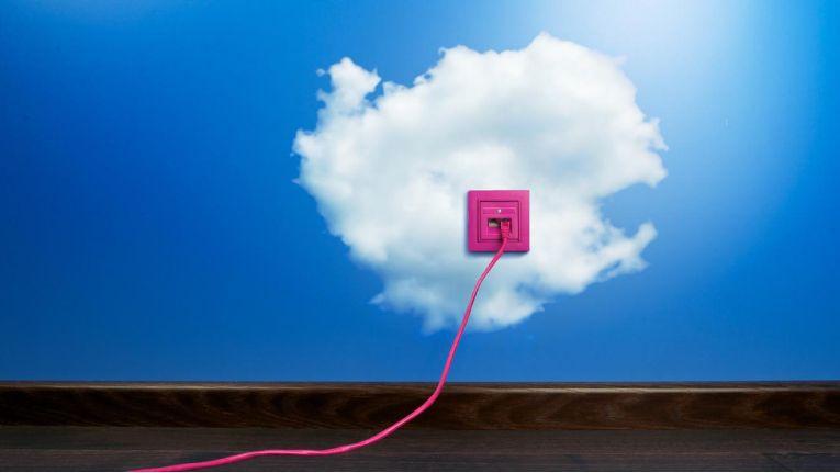 Cloud-Experten sollten Generalisten sein und ein technisches Grundverständnis haben. Zudem müssen sie im engen Austausch mit den Fachabteilungen beobachten, welche Anwendungen oder Ressourcen in der Cloud benötigt werden. Der Cloud-Experte wird somit zum IT-Broker, der permanent nach der kosteneffizientesten IT-Lösung sucht. Gleichzeitig muss er Fragen des Datenschutzes und der Datensicherheit beantworten können.
