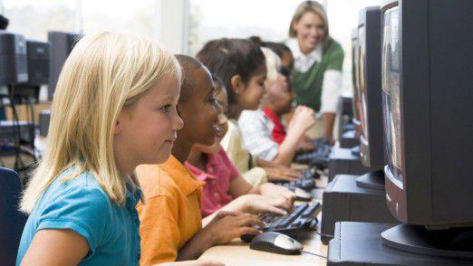 """Medienkompetenz könne nur vermittelt werden, wenn die IT-Ausstattung """"nicht mehr mittelalterlich"""" sei, fordert der Verband Bildung und Erziehung."""