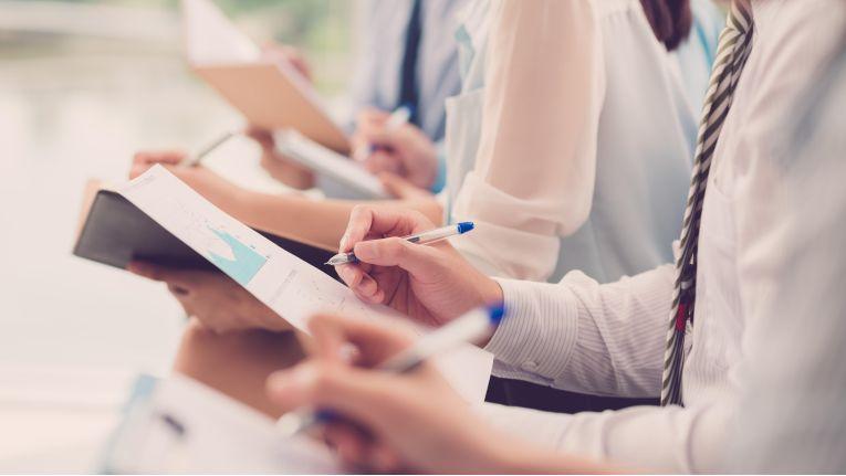 Ihre Fähigkeiten, komplexe Situationen zu erfassen und zu steuern, können Führungskräfte in Workshops lernen.