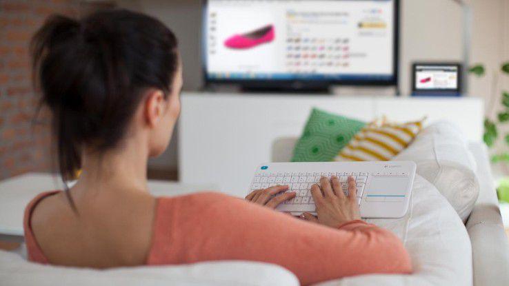 Das Logitech K400 Plus Wireless Keyboard soll die Bedienung eines Rechners am TV deutlich komfortabler machen.