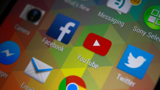 Video-Streaming: Facebook will Werbeerlöse mit Video-Produzenten teilen - Foto: Twinsterphoto / shutterstock.com